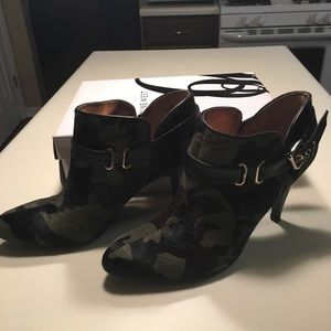 Nine West 9.5 camouflage ankle boots